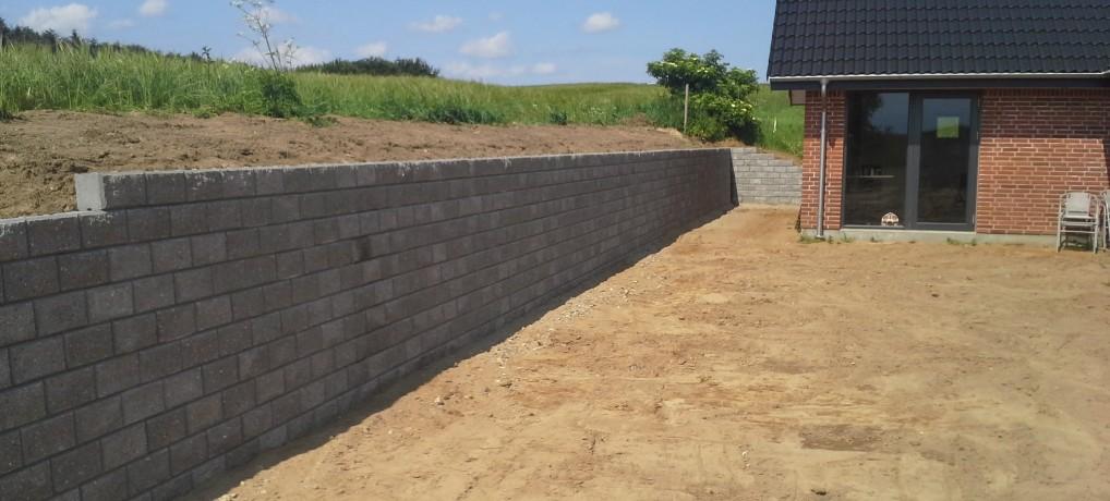 Bygning af støttemur IBF Easyblokke Riisvej 86